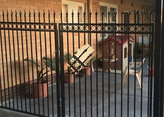 Cina Powder Coated Automatic Driveway Gates Rot Proof For Home / Countyard pemasok