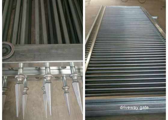 Cina Decorated Top Steel Sliding Driveway Otomatis Gates Security For Community pemasok